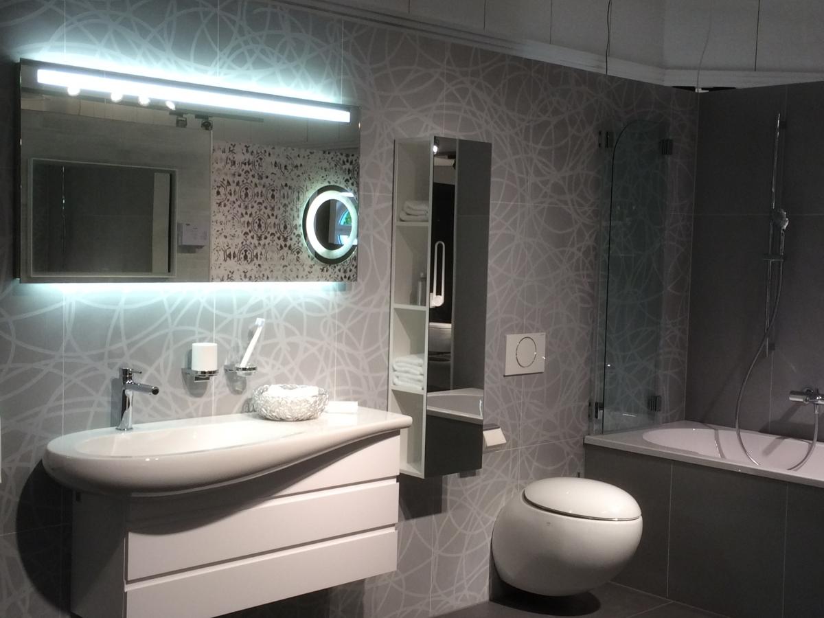 Elegant Badezimmer Sanitär : Sanit?r Und Badezimmer M?bel Schreiner Service Gmbh