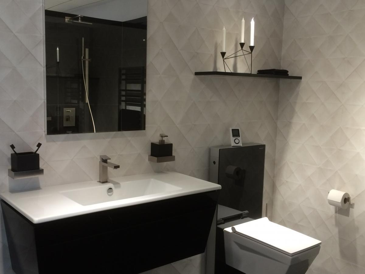 sanit r und badezimmer m bel schreiner service gmbh schreinerarbeiten schreinerei. Black Bedroom Furniture Sets. Home Design Ideas